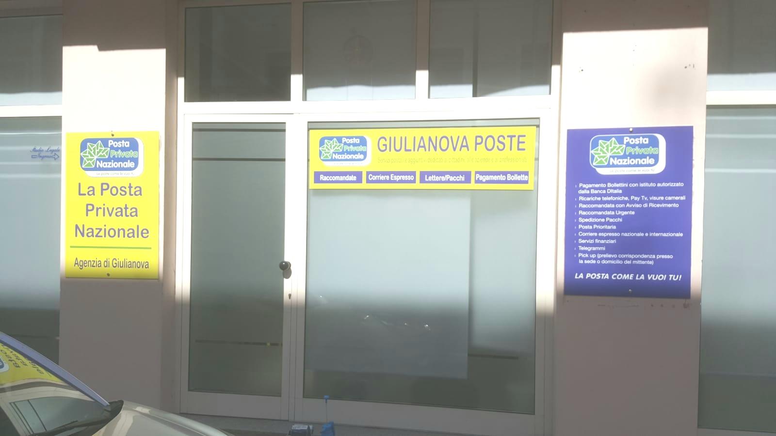 Stampa PVC adesivi per vetrine e Vetrofanie personalizzate a Giulianova