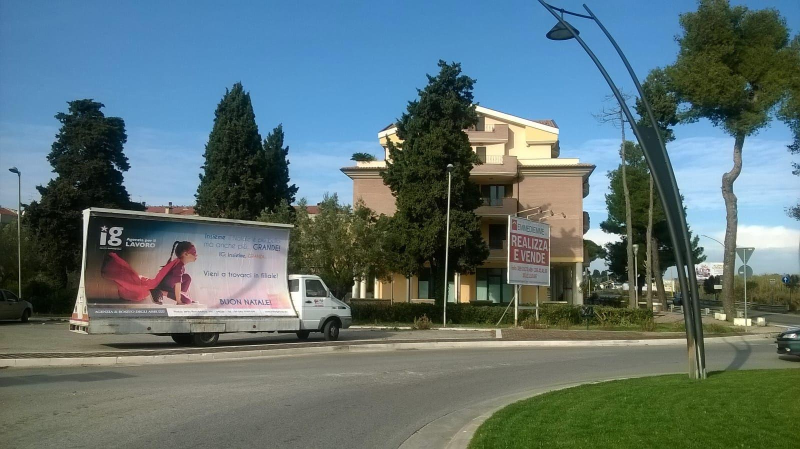 Vela pubblicitaria a L'Aquila