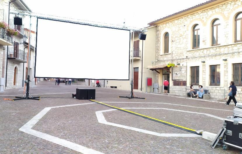 allestimento-cinema-allaperto-teramo-ascoli-piceno-abruzzo-e-marche-3
